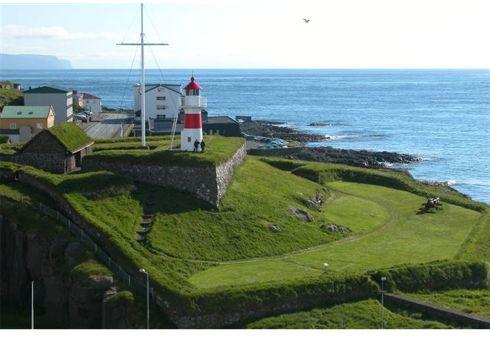 Turfed Roofs Of T 195 179 Rshavn Faroe Islands Greenroofs Com