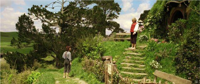 Hobbiton-Elvenesse-net-FrodoandBilbo