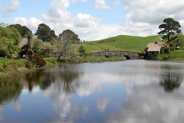 Hobbiton-LSV-102114-GreenDragonReflection