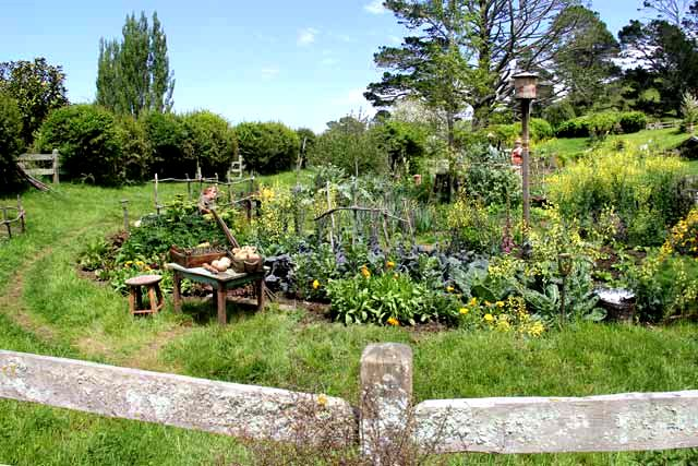 Hobbiton-LSV-102114-VegetableGarden