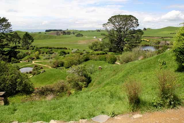 Hobbiton-LSV-102114-countryside