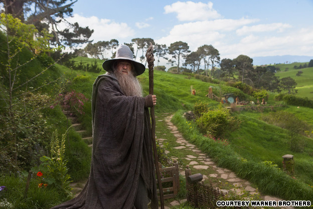 Hobbiton-WarnerBrosStudio-Gandalf